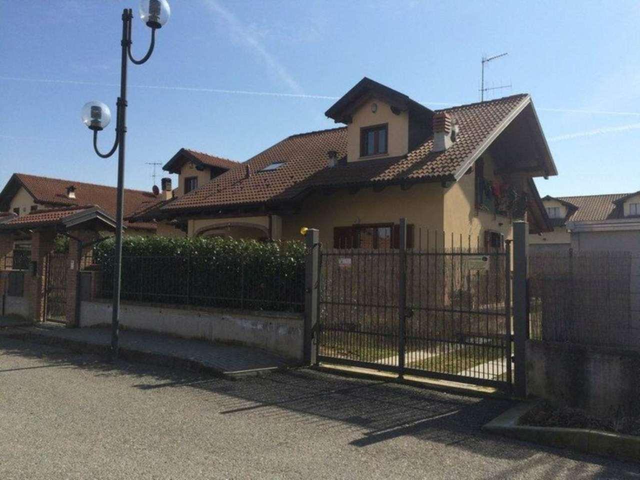 Villa in vendita a Chivasso, 6 locali, prezzo € 420.000 | Cambio Casa.it