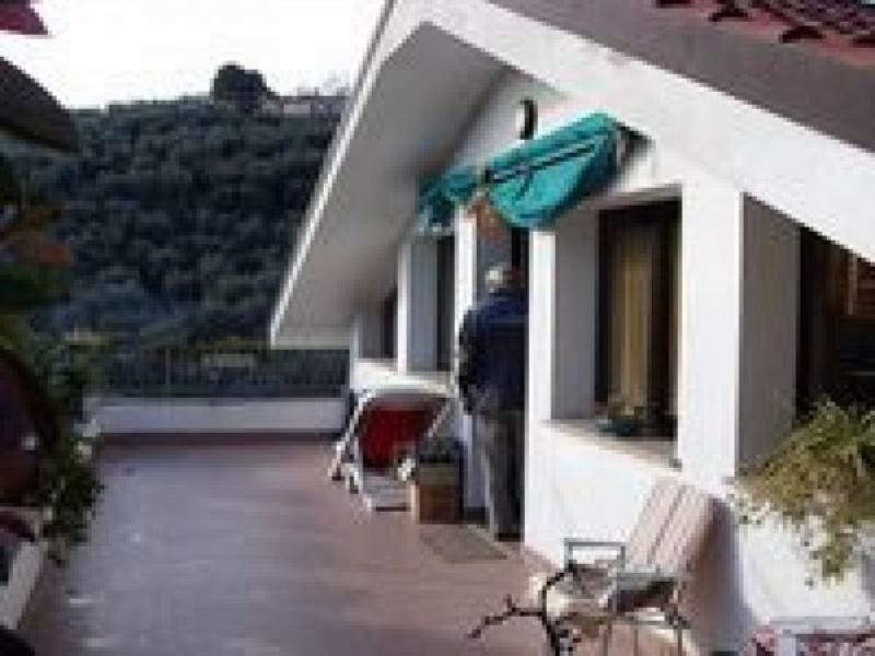 Villa in vendita a Diano Marina, 6 locali, Trattative riservate | CambioCasa.it