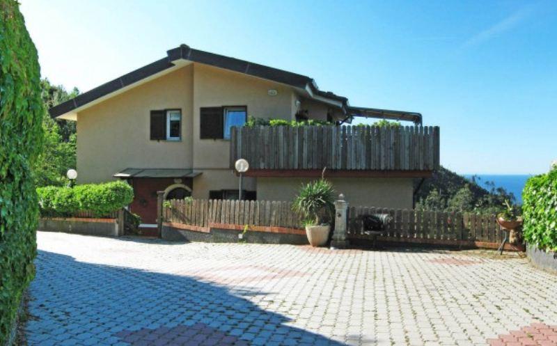 Villa in vendita a Varazze, 6 locali, prezzo € 579.000 | CambioCasa.it