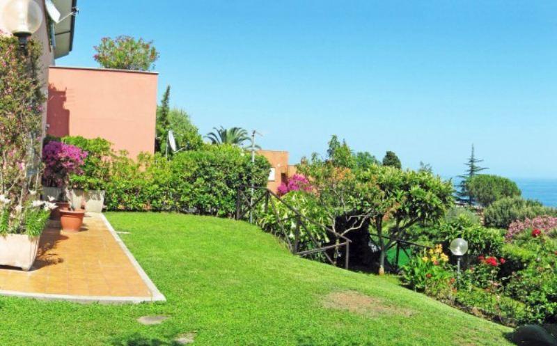 Appartamento in vendita a Varazze, 5 locali, prezzo € 490.000 | Cambio Casa.it
