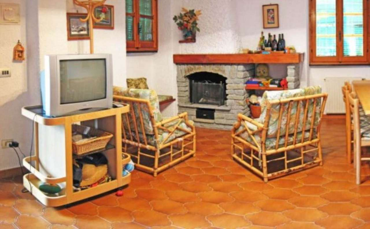 Appartamento in vendita a Varazze, 6 locali, prezzo € 350.000 | Cambio Casa.it