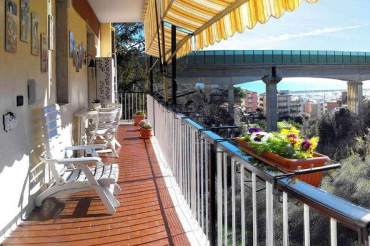 Appartamento in vendita a Varazze, 4 locali, prezzo € 295.000 | Cambio Casa.it