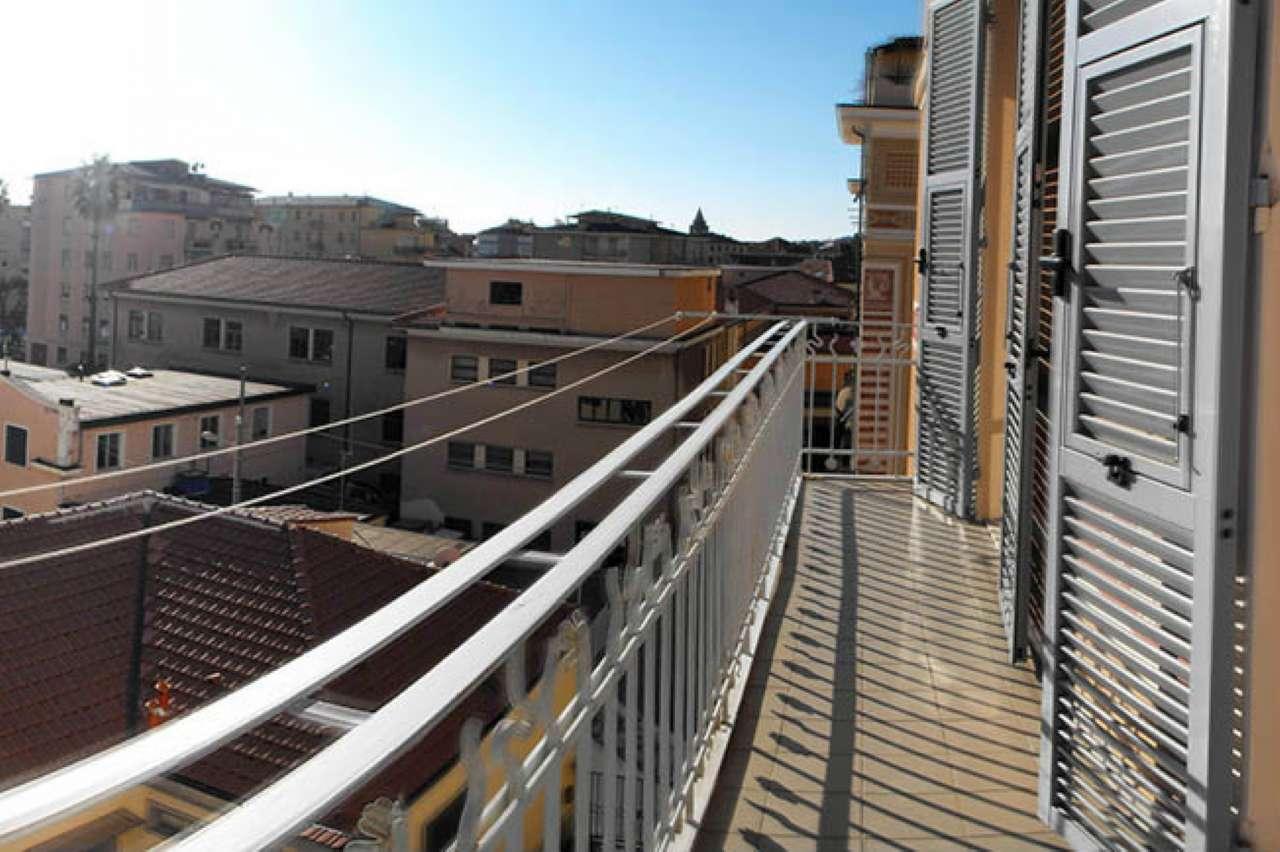 Appartamento in vendita a Varazze, 5 locali, prezzo € 290.000 | CambioCasa.it