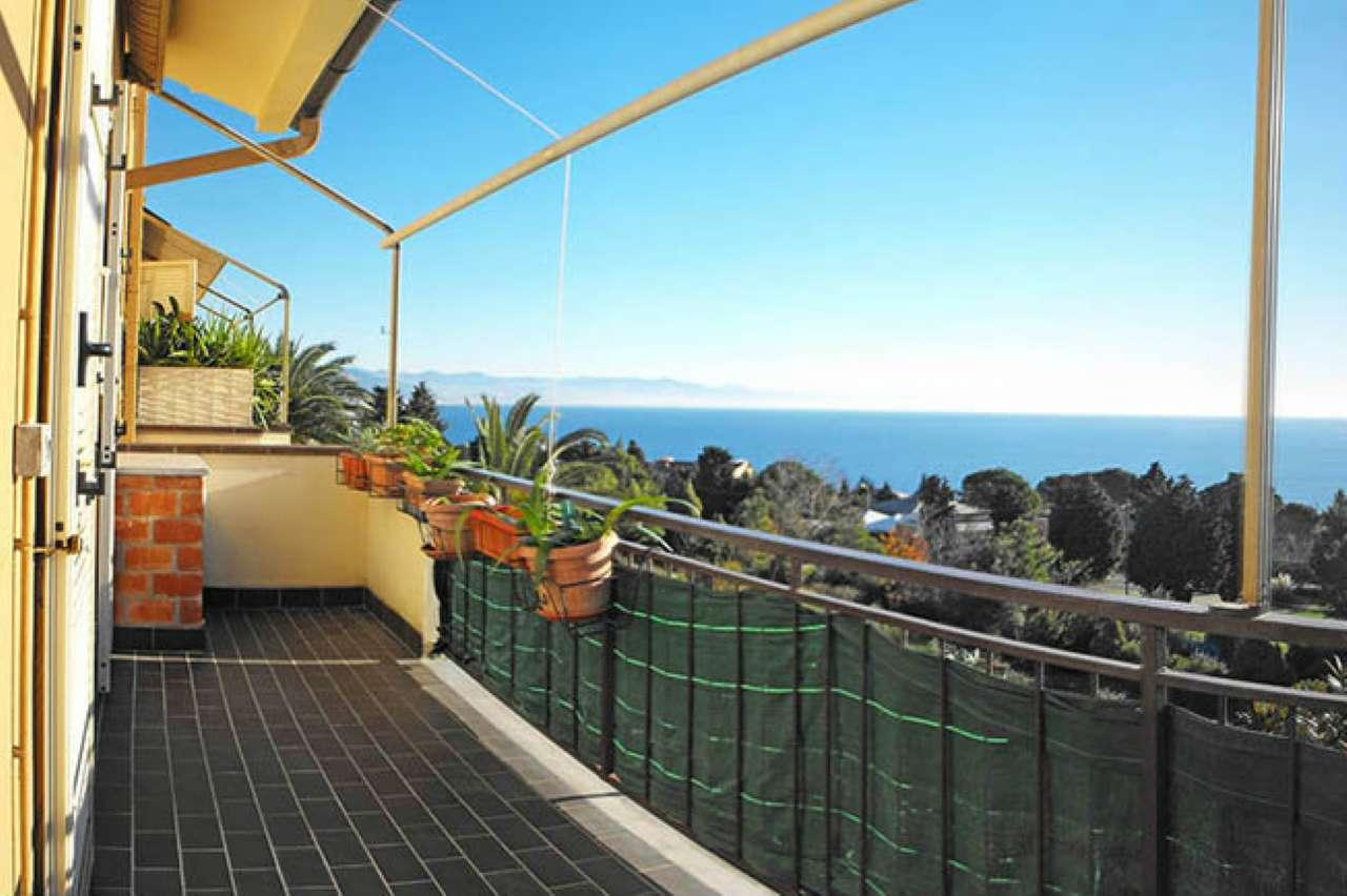 Appartamento in vendita a Varazze, 4 locali, prezzo € 260.000 | CambioCasa.it