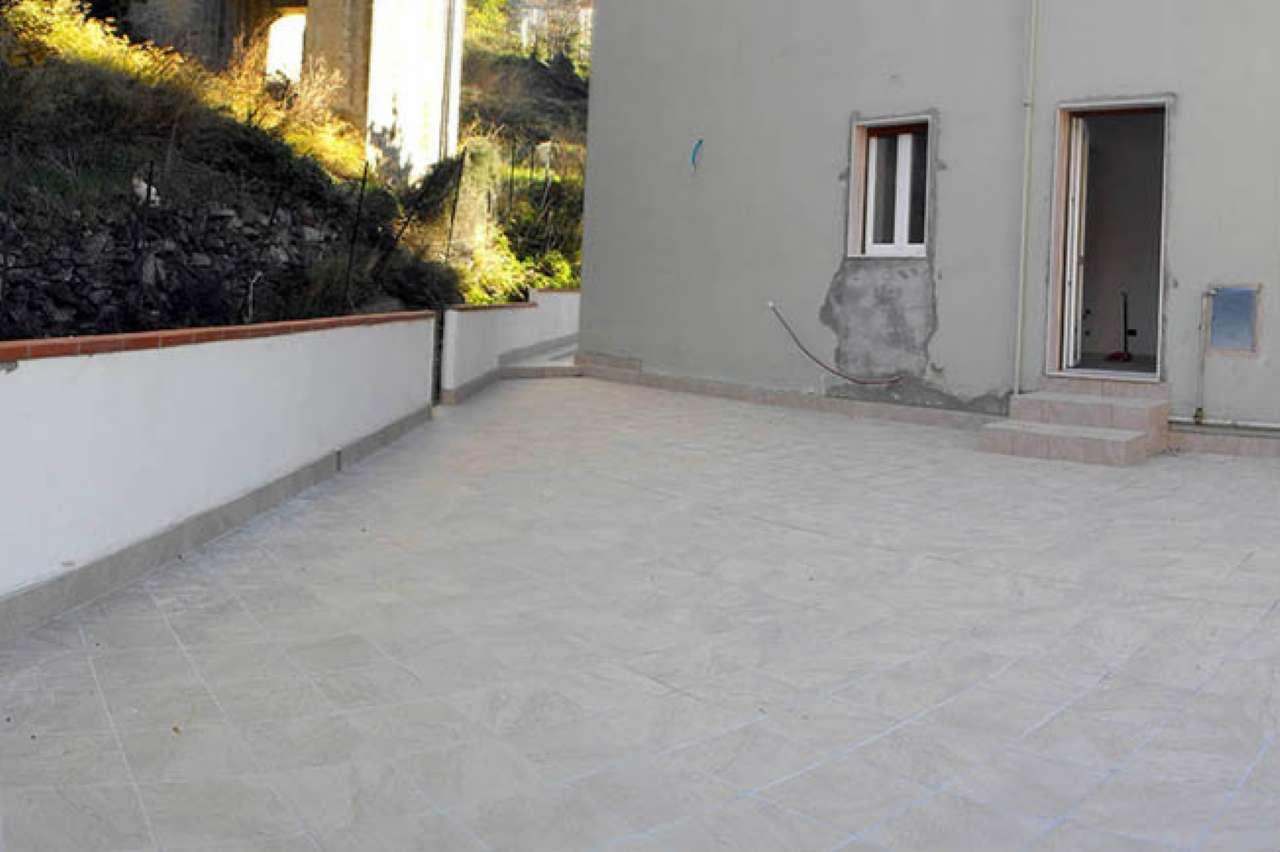 Appartamento in vendita a Varazze, 6 locali, prezzo € 390.000 | CambioCasa.it