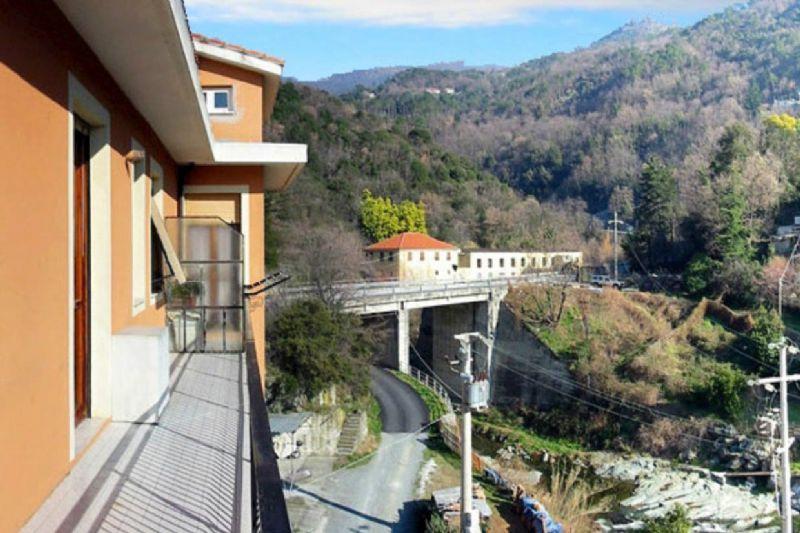 Appartamento in vendita a Varazze, 5 locali, prezzo € 195.000 | Cambio Casa.it