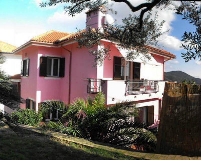 Villa in vendita a Varazze, 10 locali, prezzo € 870.000 | CambioCasa.it