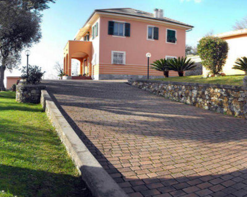 Villa in vendita a Varazze, 12 locali, Trattative riservate | CambioCasa.it