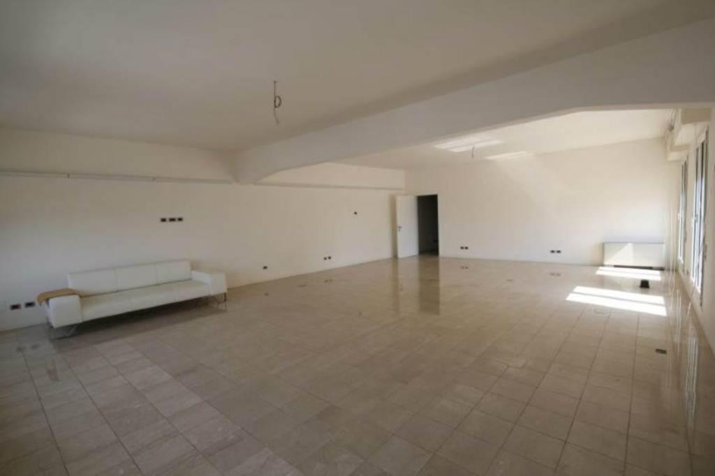 Ufficio / Studio in affitto a Lavagna, 4 locali, prezzo € 1.500 | Cambio Casa.it