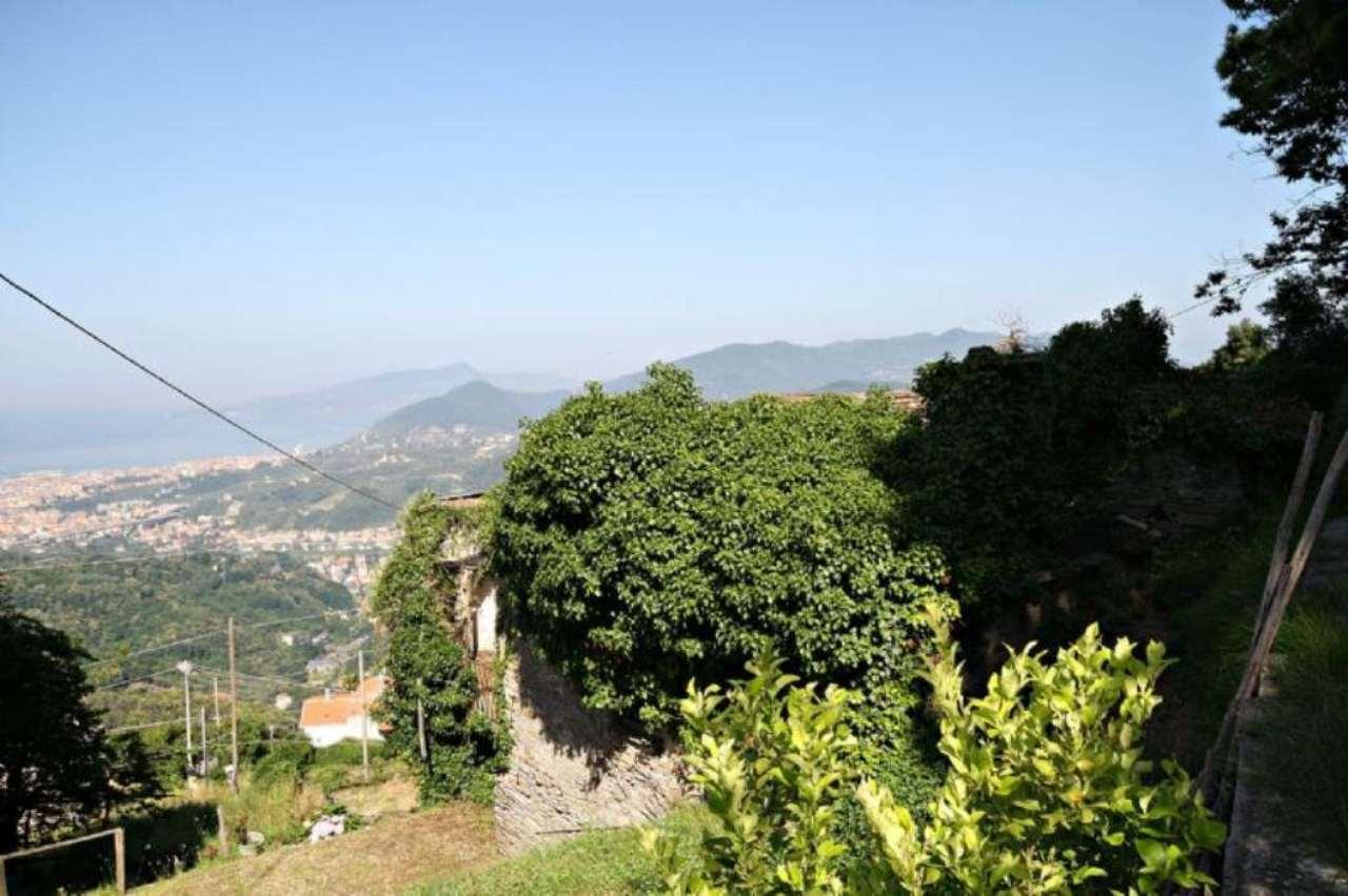 Rustico / Casale in vendita a Cogorno, 12 locali, prezzo € 250.000 | CambioCasa.it
