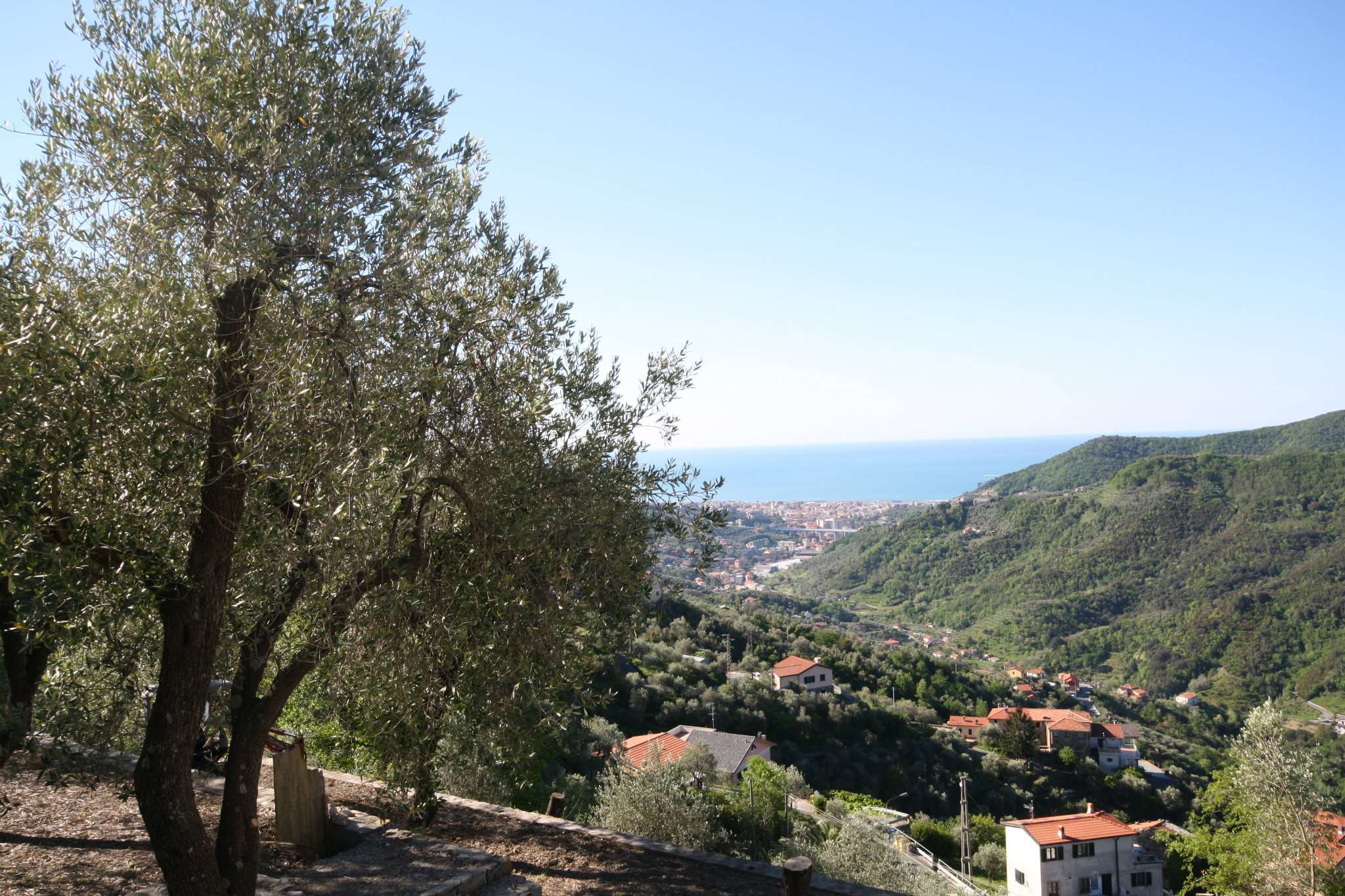 Villa in vendita a Leivi, 7 locali, prezzo € 415.000 | CambioCasa.it
