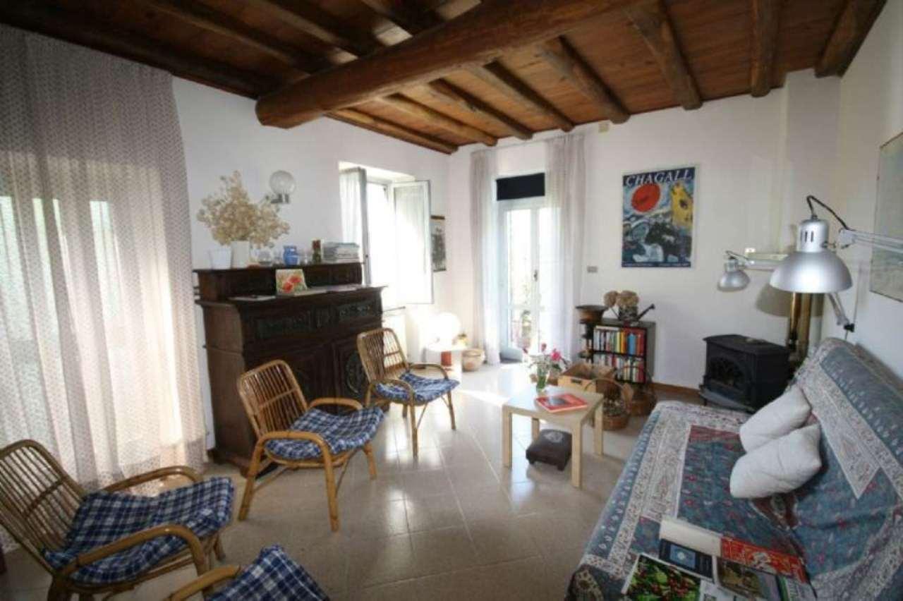 Soluzione Indipendente in vendita a Ne, 12 locali, prezzo € 360.000 | Cambio Casa.it