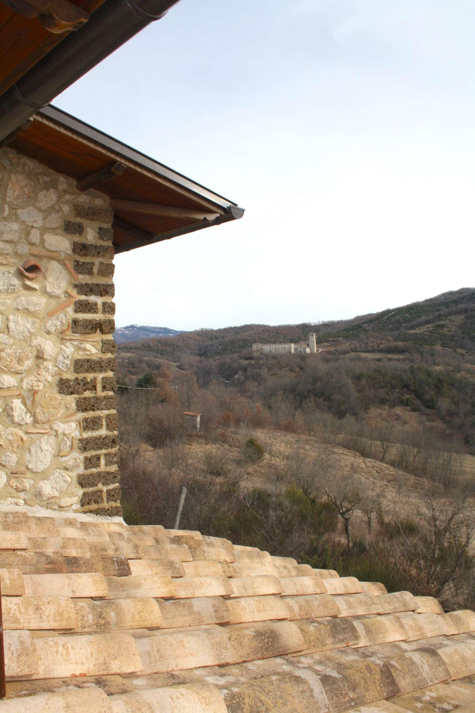 Villa 5 locali in vendita a Concerviano (RI)