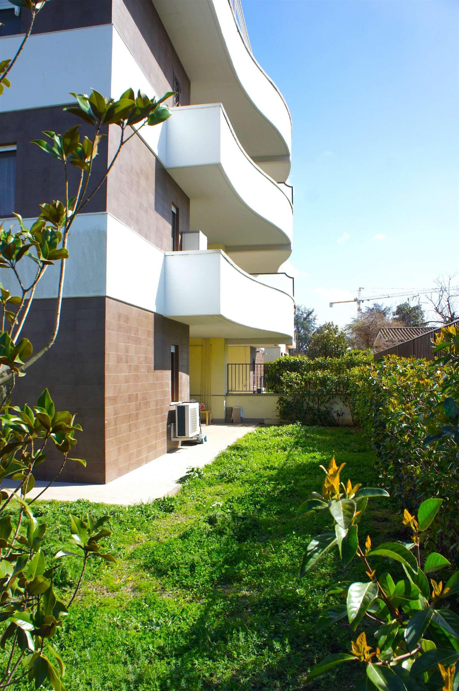 Appartamento in vendita 3 vani 70 mq.  via Delle Libellule Roma