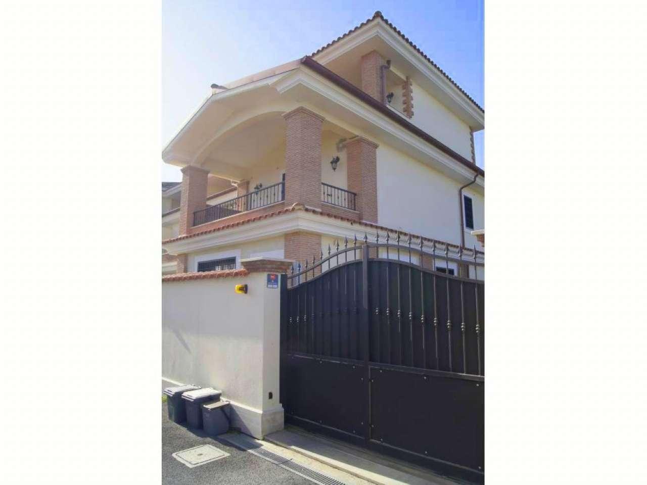 Appartamento in vendita 4 vani 140 mq.  via Federico Bazzini Roma