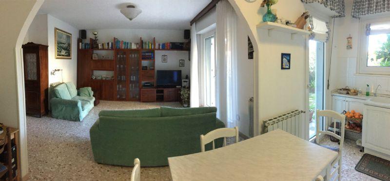 Appartamento in vendita a Cogoleto, 7 locali, prezzo € 290.000 | Cambio Casa.it