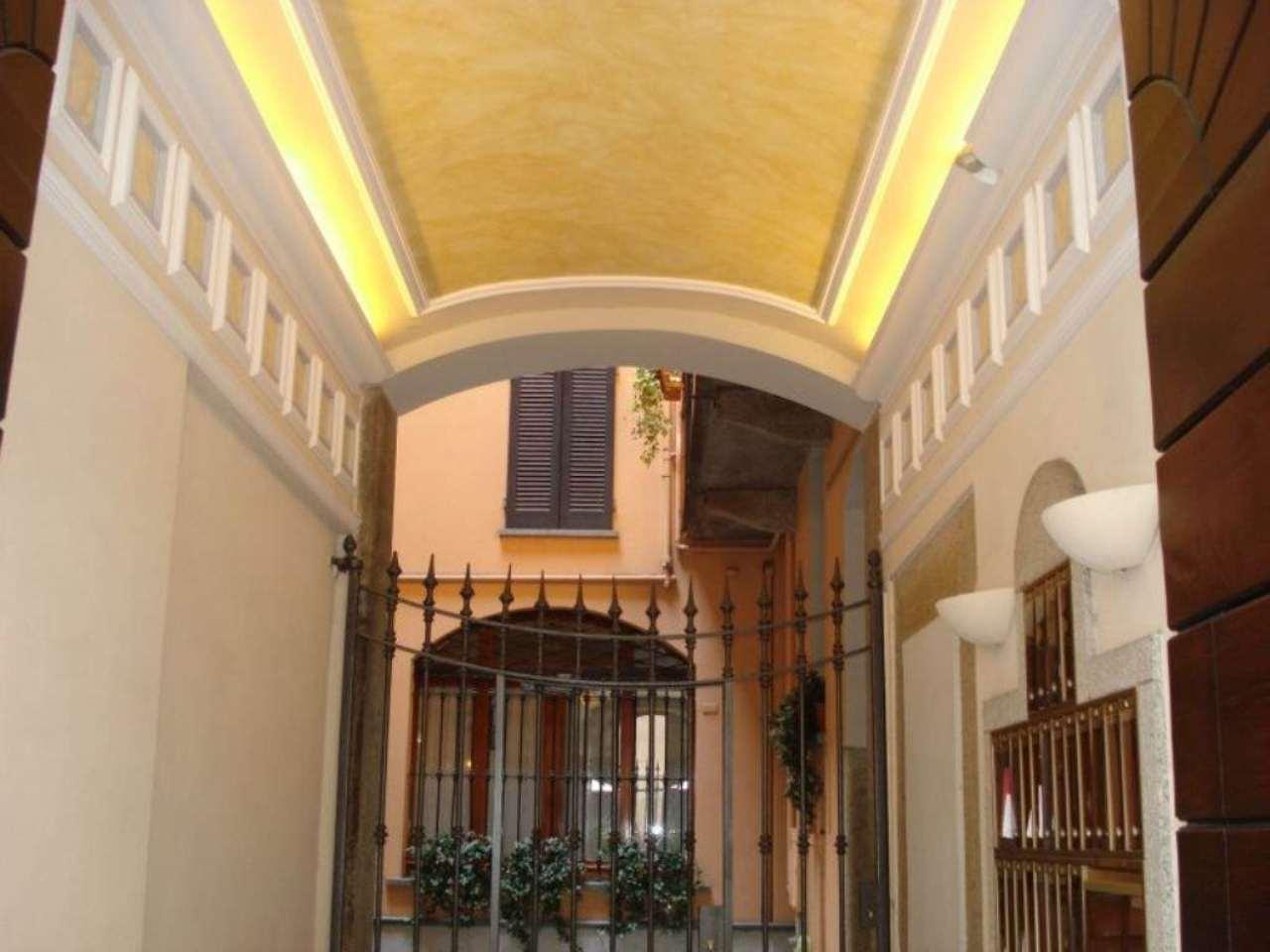 Bilocale Milano Via Agnello 2