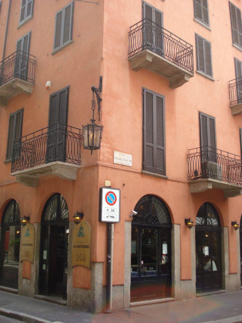 Bilocale Milano Via Agnello 7