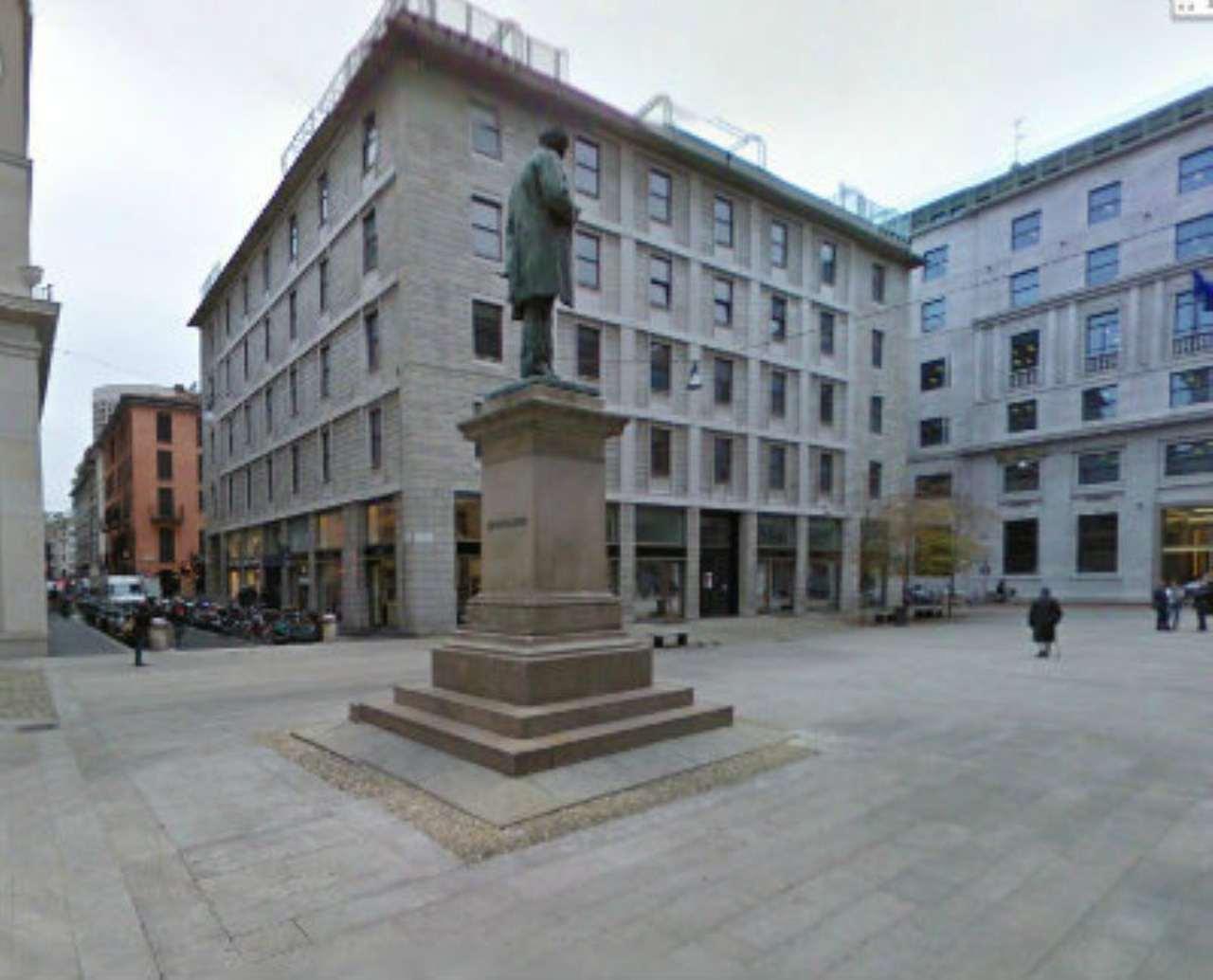 Bilocale Milano Via Agnello 9