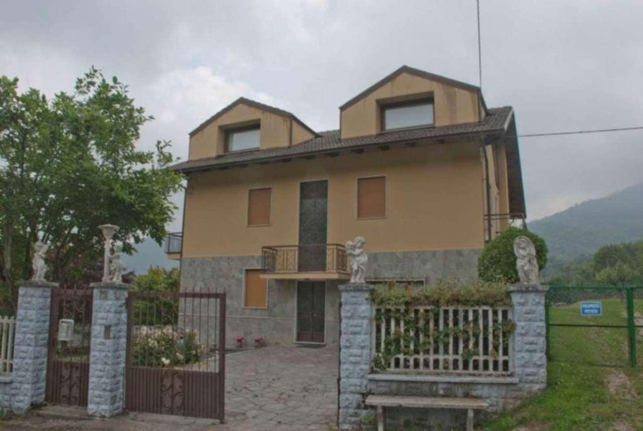 Casa indipendente in Vendita a Giaveno Periferia: 5 locali, 260 mq