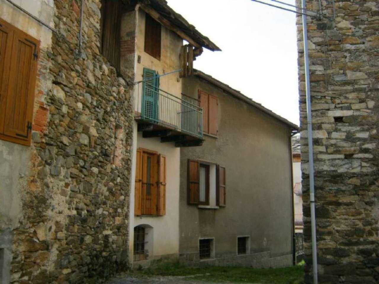 Rustico / Casale in vendita a Rueglio, 6 locali, prezzo € 40.000 | CambioCasa.it