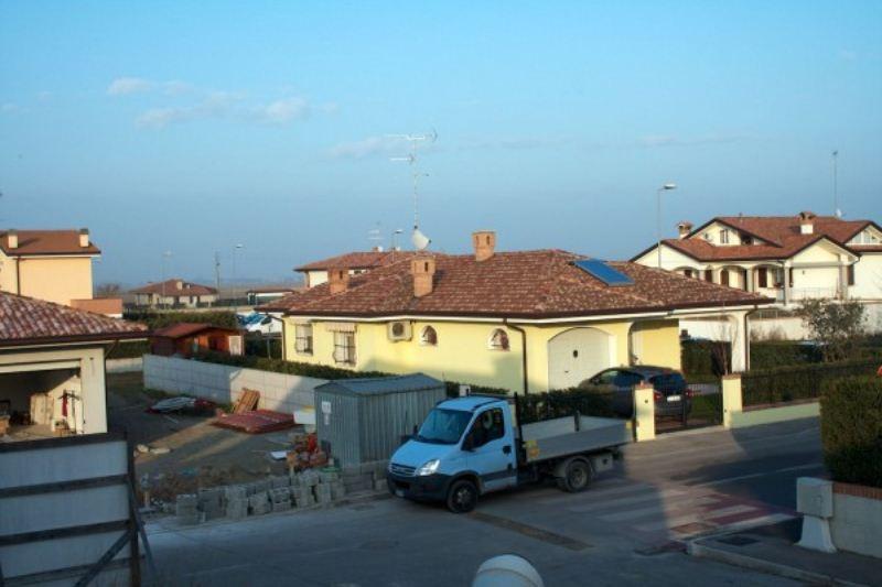 Villa a Schiera in vendita a Lagosanto, 4 locali, prezzo € 140.000 | Cambiocasa.it