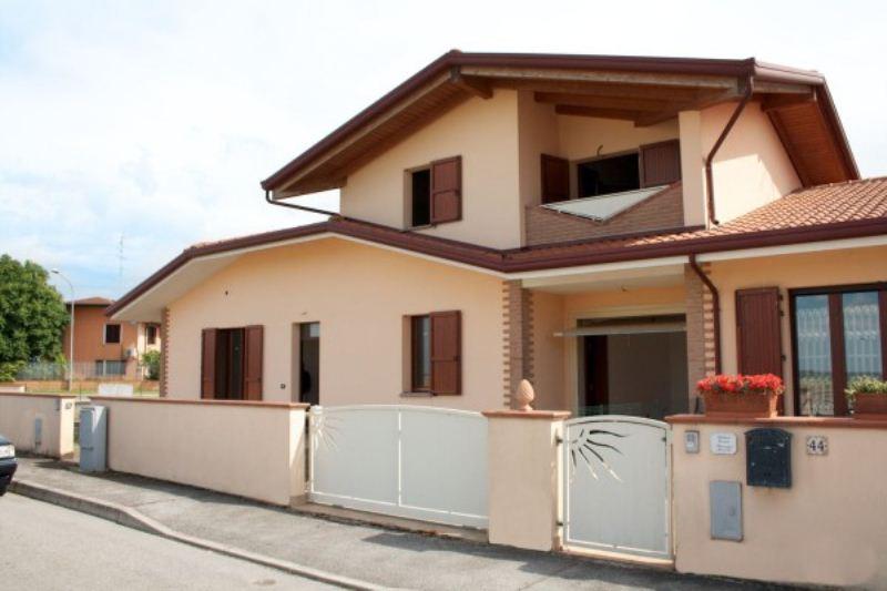 Soluzione Indipendente in vendita a Lagosanto, 4 locali, prezzo € 169.000 | Cambiocasa.it