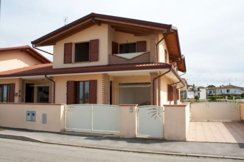 Villa a Schiera in vendita a Lagosanto, 4 locali, prezzo € 169.000 | Cambiocasa.it