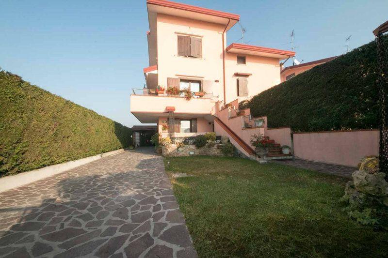 Villa a Schiera in vendita a Lagosanto, 5 locali, prezzo € 230.000 | Cambiocasa.it