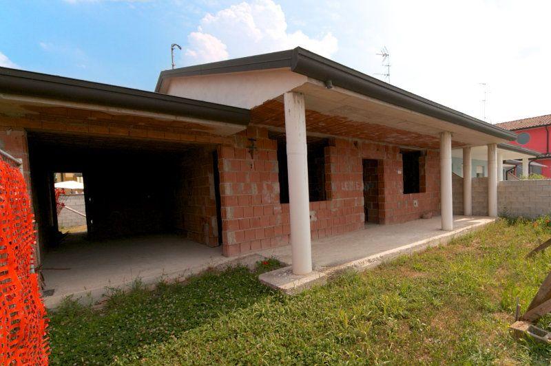 Villa in vendita a Lagosanto, 4 locali, prezzo € 110.000 | Cambiocasa.it