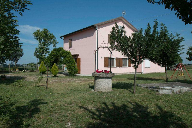 Villa in vendita a Lagosanto, 10 locali, prezzo € 148.000 | Cambiocasa.it