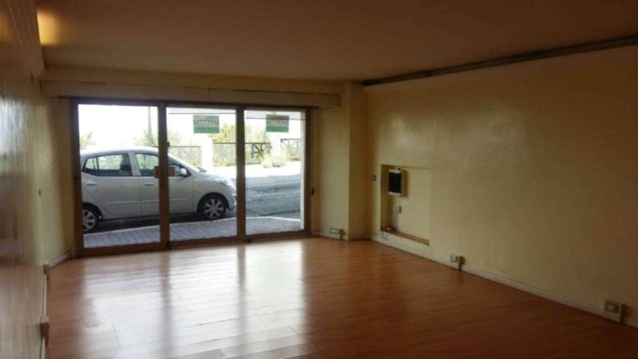 Negozio / Locale in affitto a Tivoli, 2 locali, prezzo € 1.000 | Cambio Casa.it