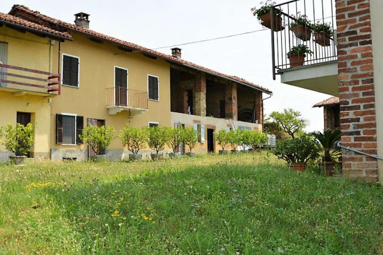 Rustico / Casale in vendita a Passerano Marmorito, 9 locali, prezzo € 140.000 | CambioCasa.it