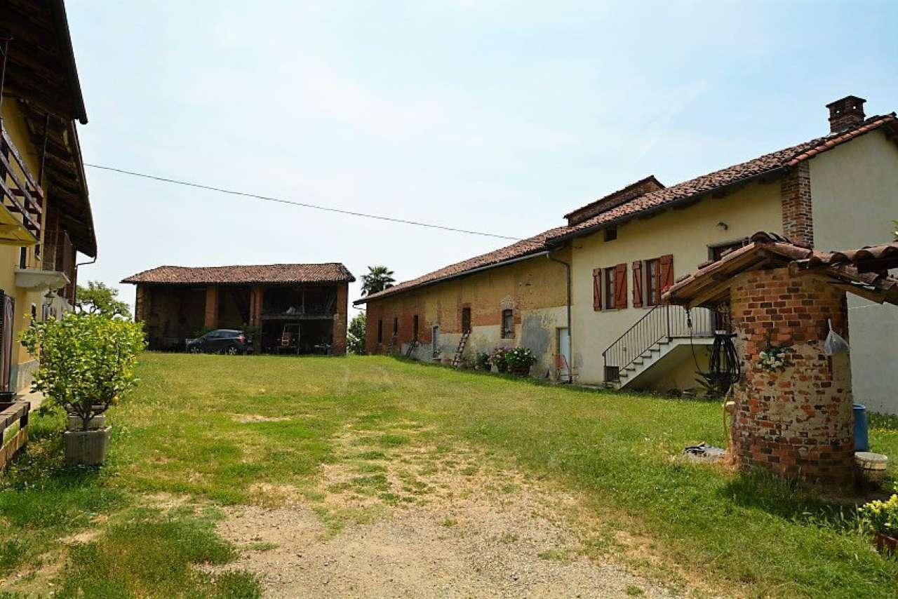 Rustico / Casale in vendita a Passerano Marmorito, 17 locali, prezzo € 295.000 | CambioCasa.it