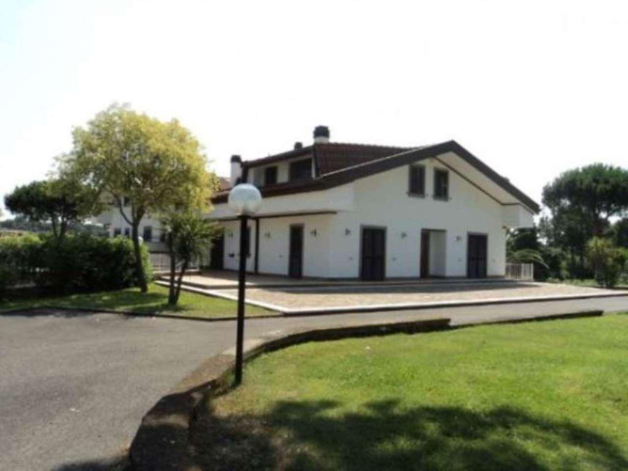 Villa in affitto a Roma, 6 locali, zona Zona: 37 . Morena - Ciampino - Trigoria - Falcognana, prezzo € 2.700 | CambioCasa.it