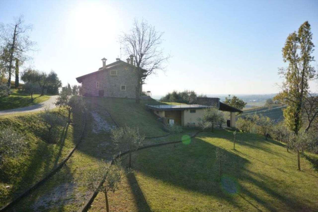 Soluzione Indipendente in vendita a Dolegna del Collio, 8 locali, Trattative riservate | CambioCasa.it