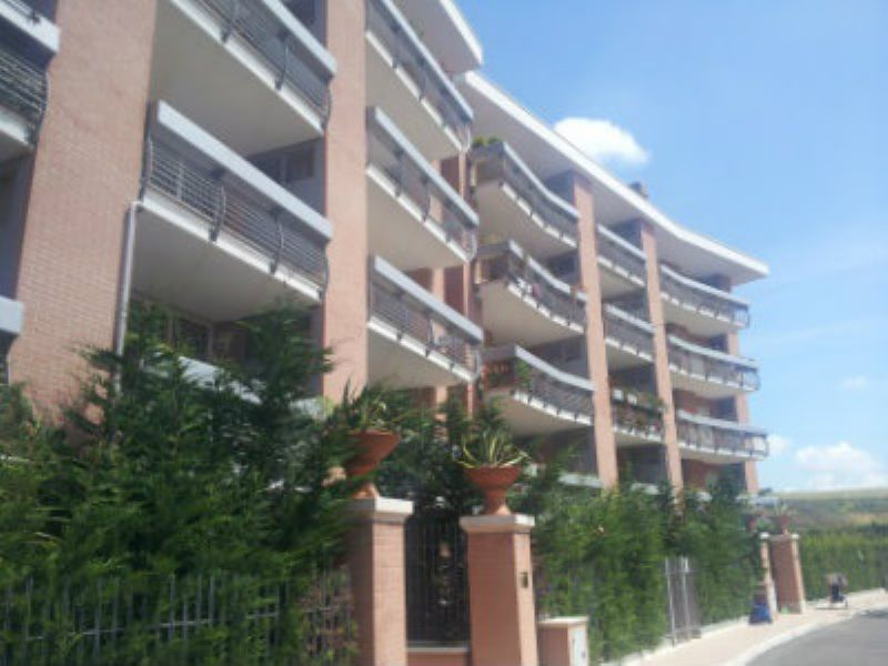 Appartamento in affitto con terrazzo a roma for Affitto uffici zona eur
