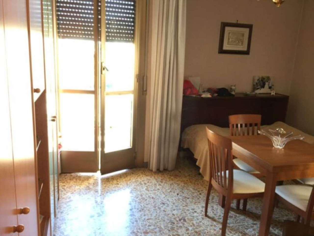 Bilocale vendita roma zona ardeatino colombo montagnola for Planimetrie dell appartamento del garage di una camera da letto