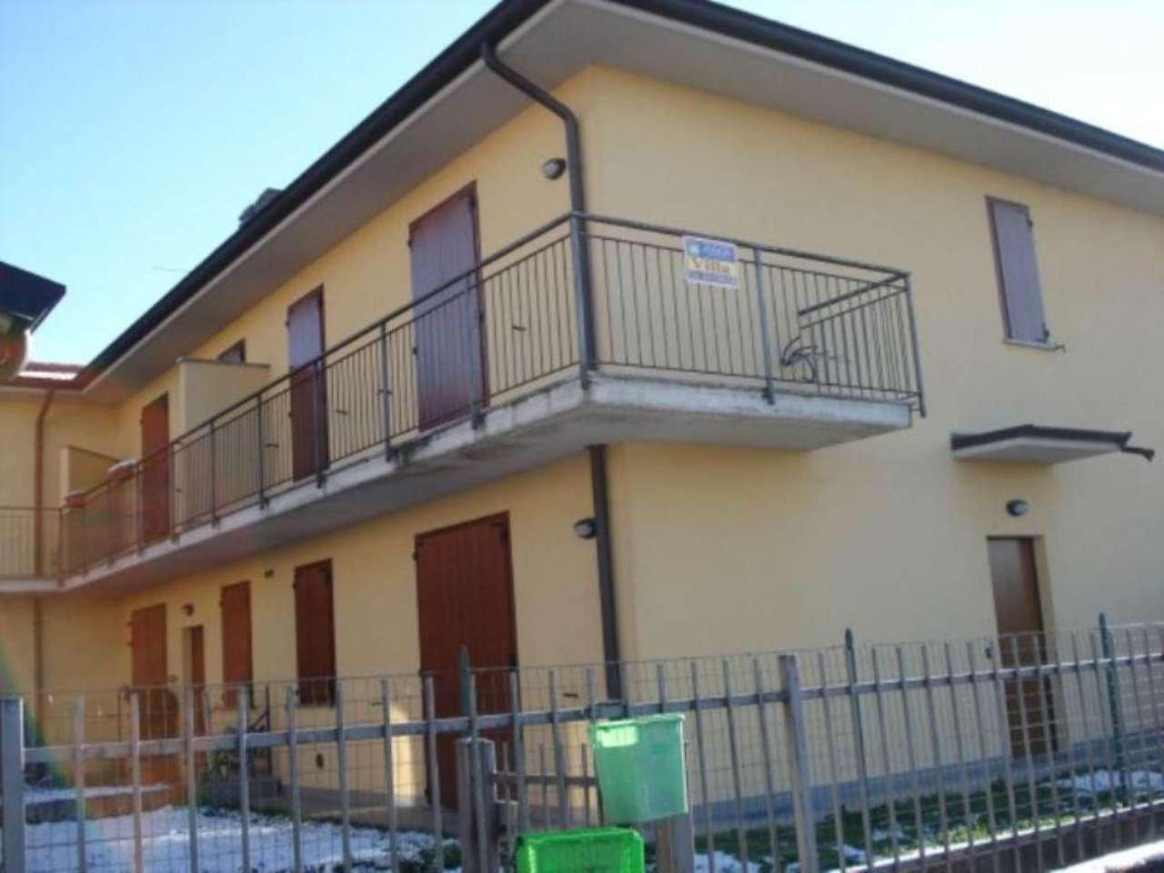 Villa a schiera trilocale in vendita a Crespiatica (LO)