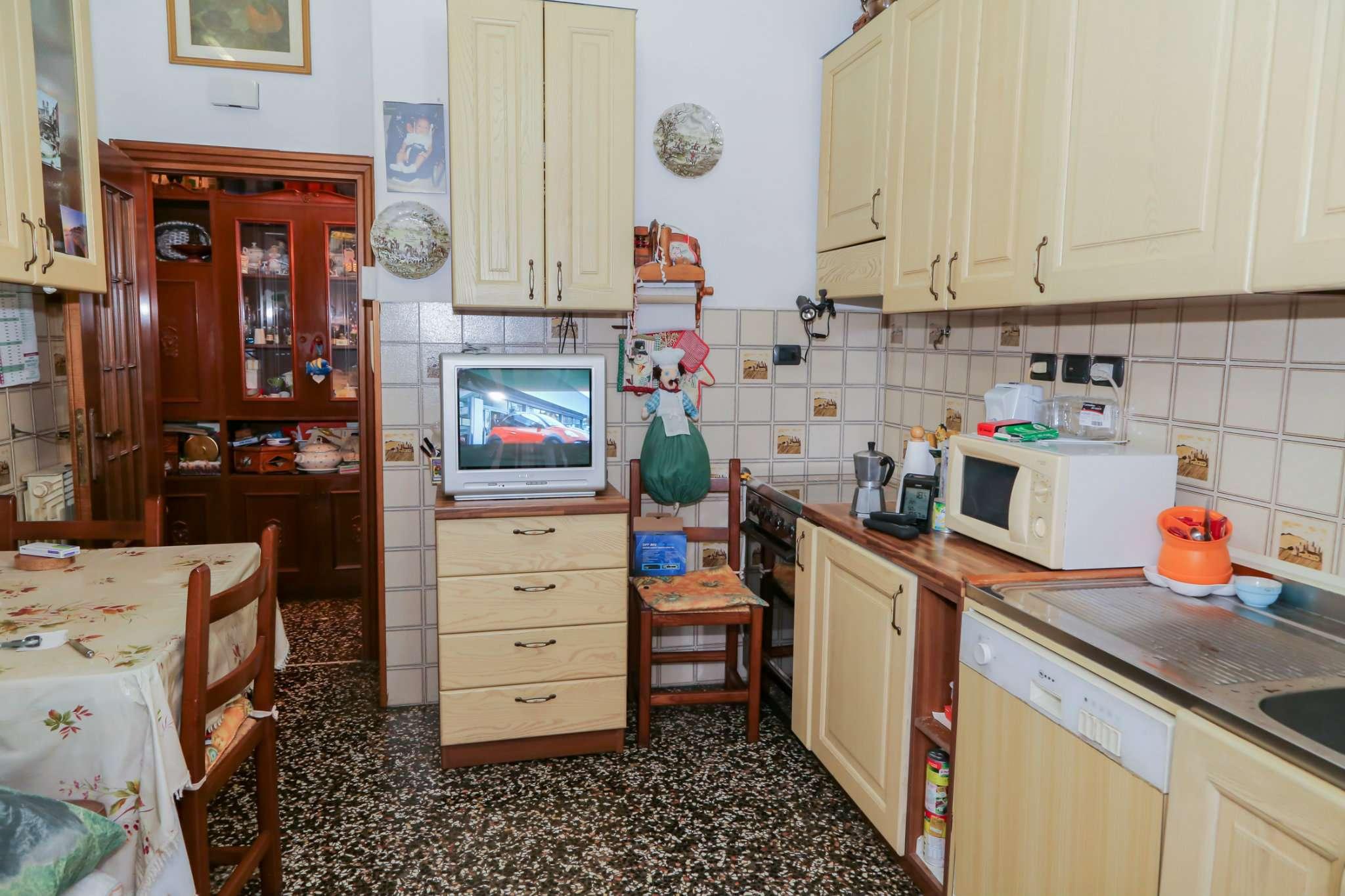 Bilocale Genova Via Maroncelli 4