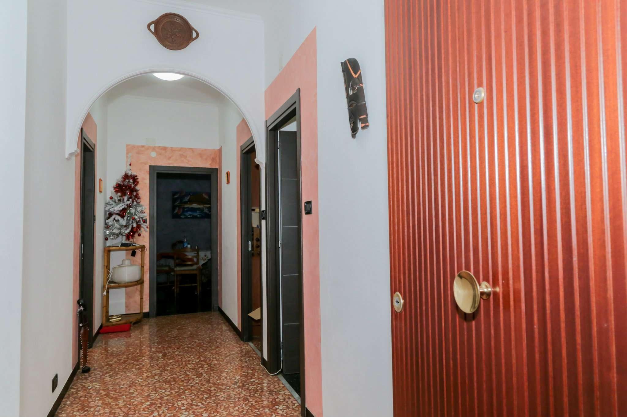Bilocale Genova Via Sant'alberto 2