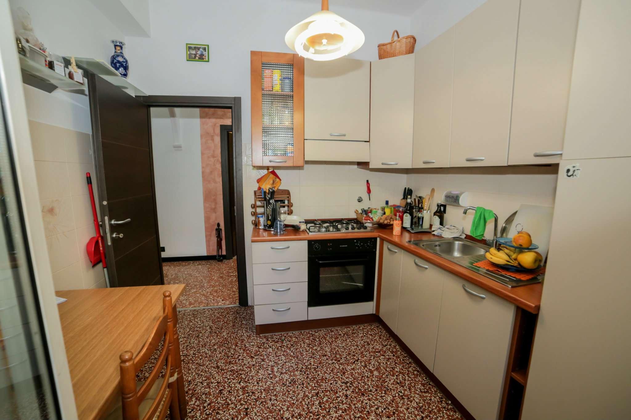 Bilocale Genova Via Sant'alberto 9