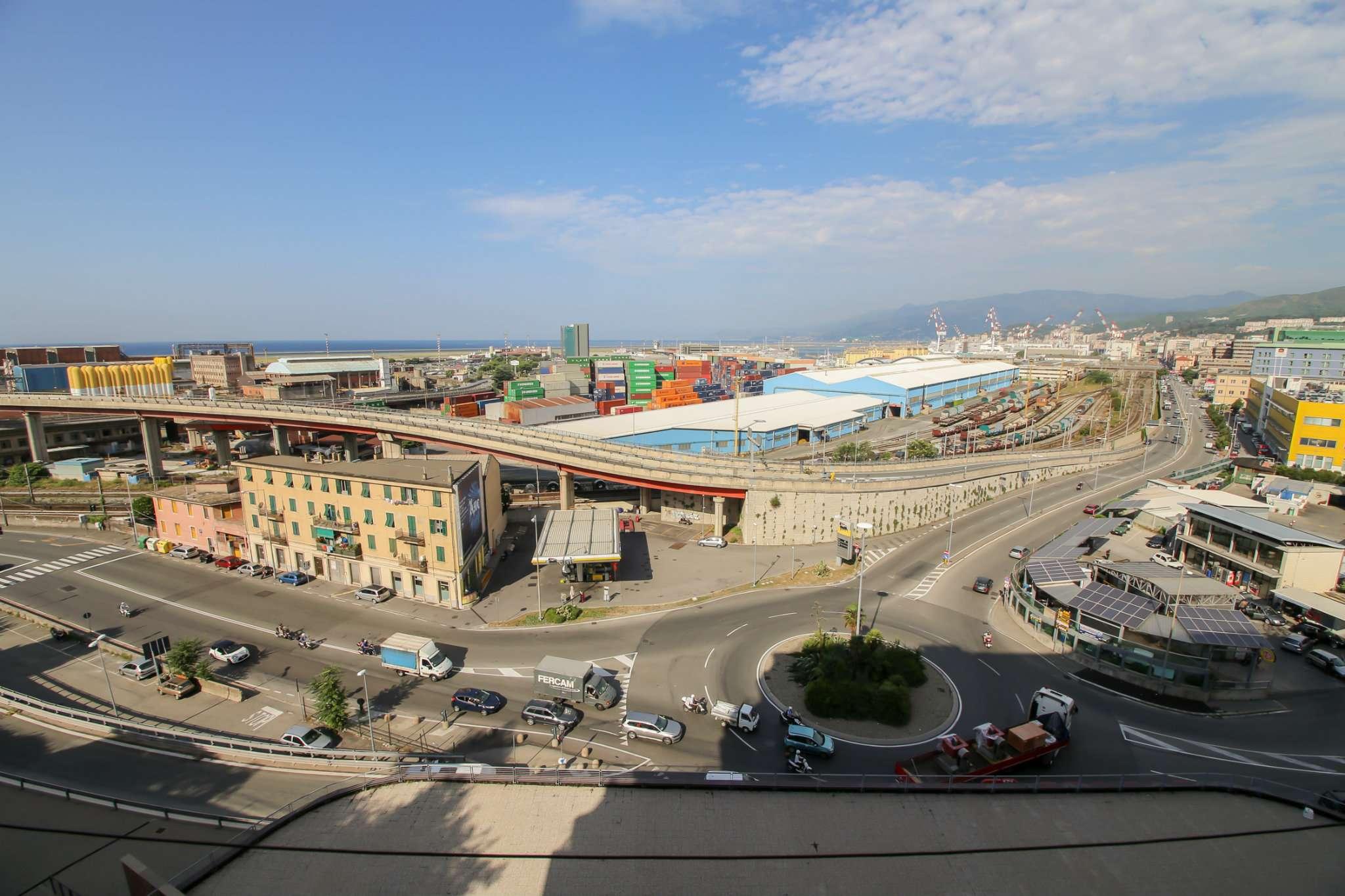 Bilocale Genova Via Dell'acciaio 1
