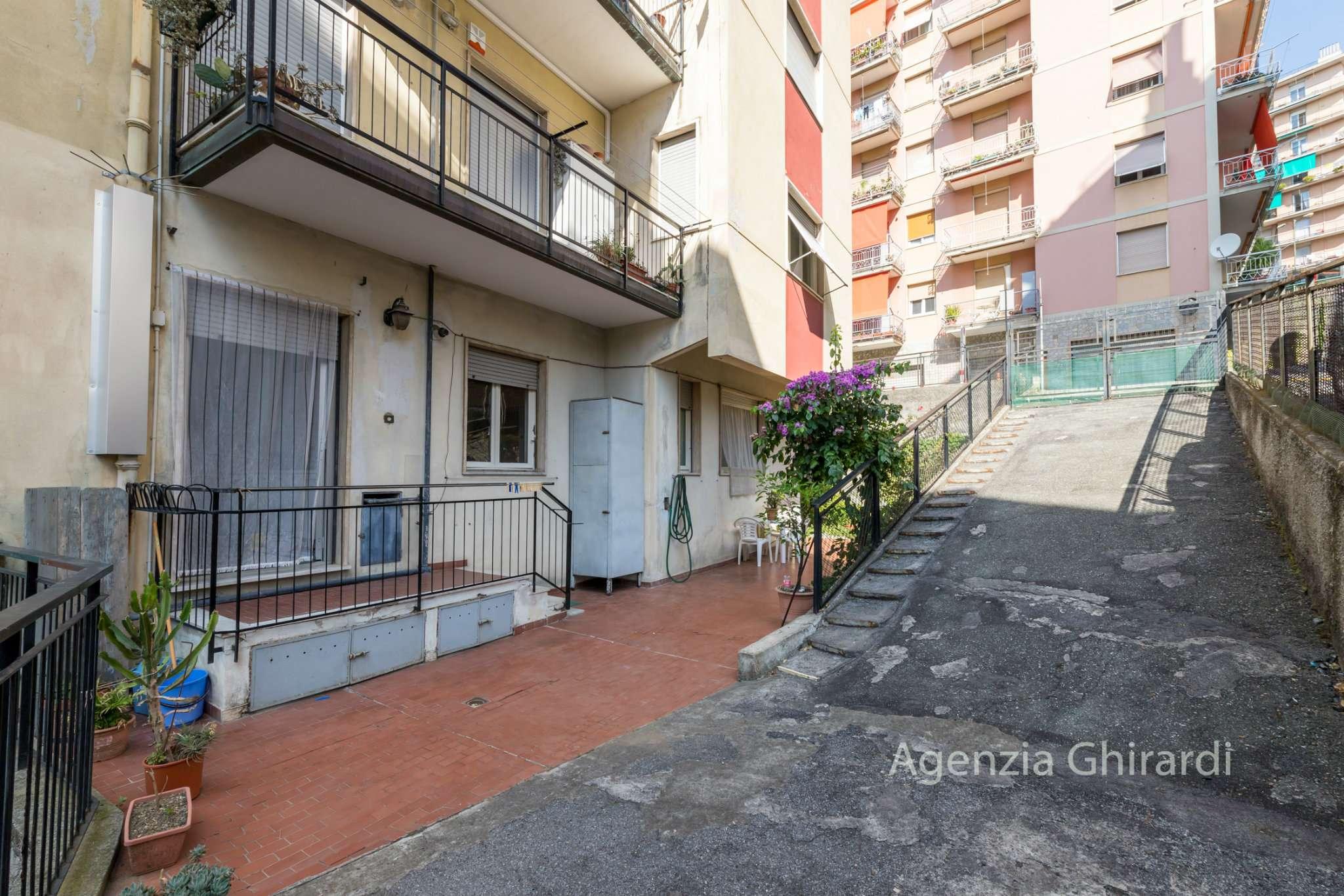 Foto 1 di Trilocale via Emanuele Canesi 49, Genova (zona Sestri Ponente)