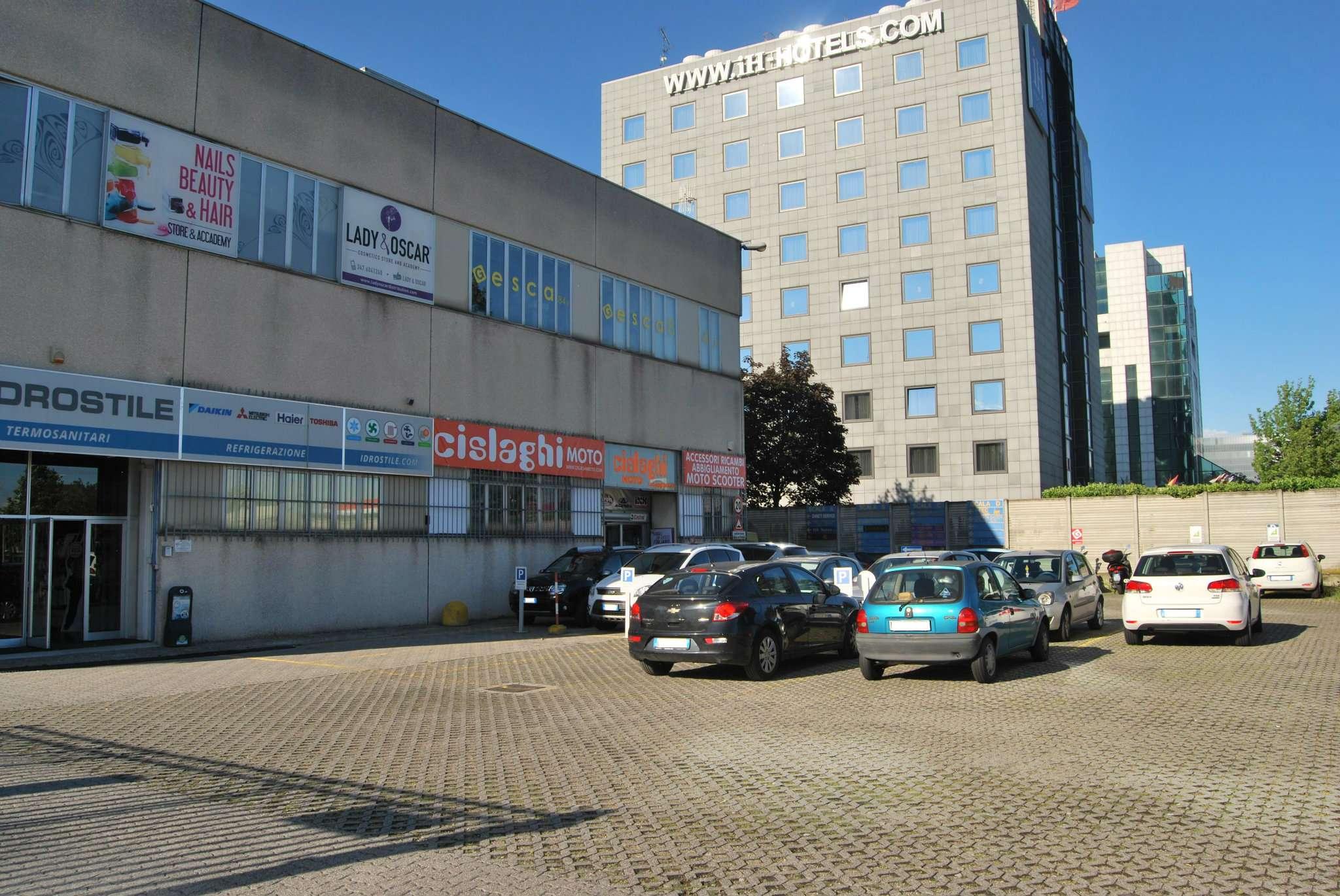 Laboratorio in affitto a Milano, 3 locali, zona Zona: 11 . Barona, Giambellino, Lorenteggio, Famagosta, prezzo € 1.350 | CambioCasa.it