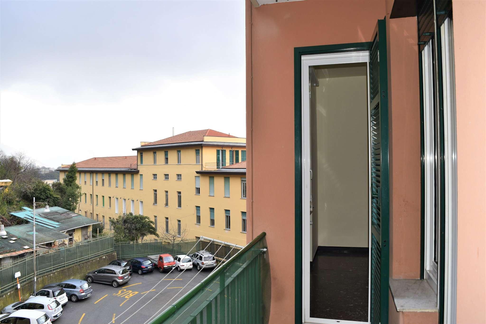 Bilocale Genova Via Imperiale 2