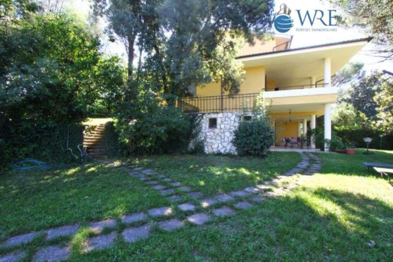 Villa Tri-Quadrifamiliare in vendita a Formello, 8 locali, prezzo € 370.000 | Cambio Casa.it