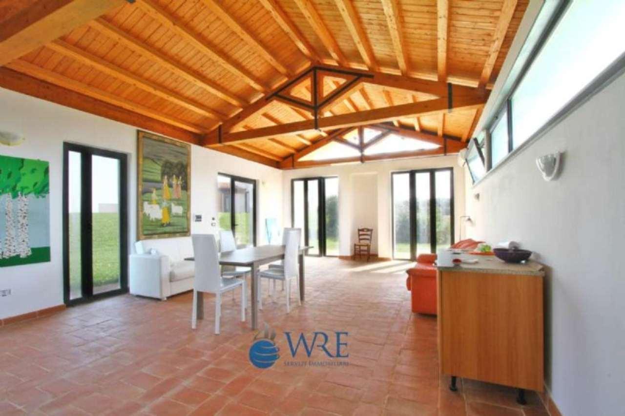 Villa in vendita a Montalto di Castro, 9 locali, prezzo € 495.000 | Cambio Casa.it