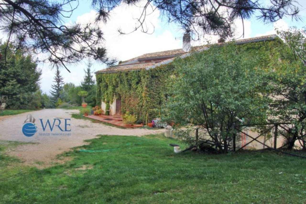 Villa in vendita a Spoleto, 15 locali, prezzo € 890.000 | Cambio Casa.it