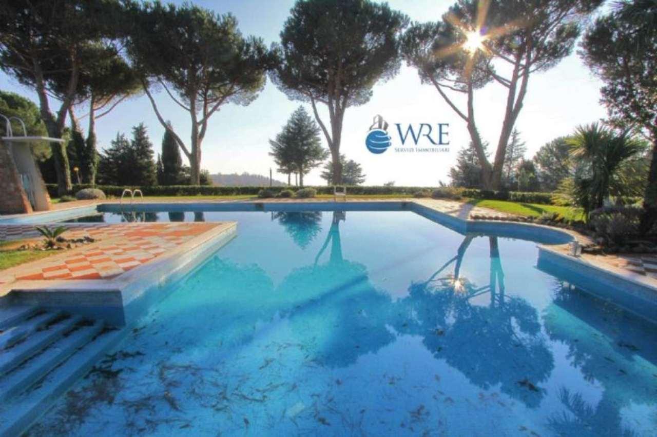 Villa in vendita a Sutri, 24 locali, prezzo € 900.000 | Cambio Casa.it
